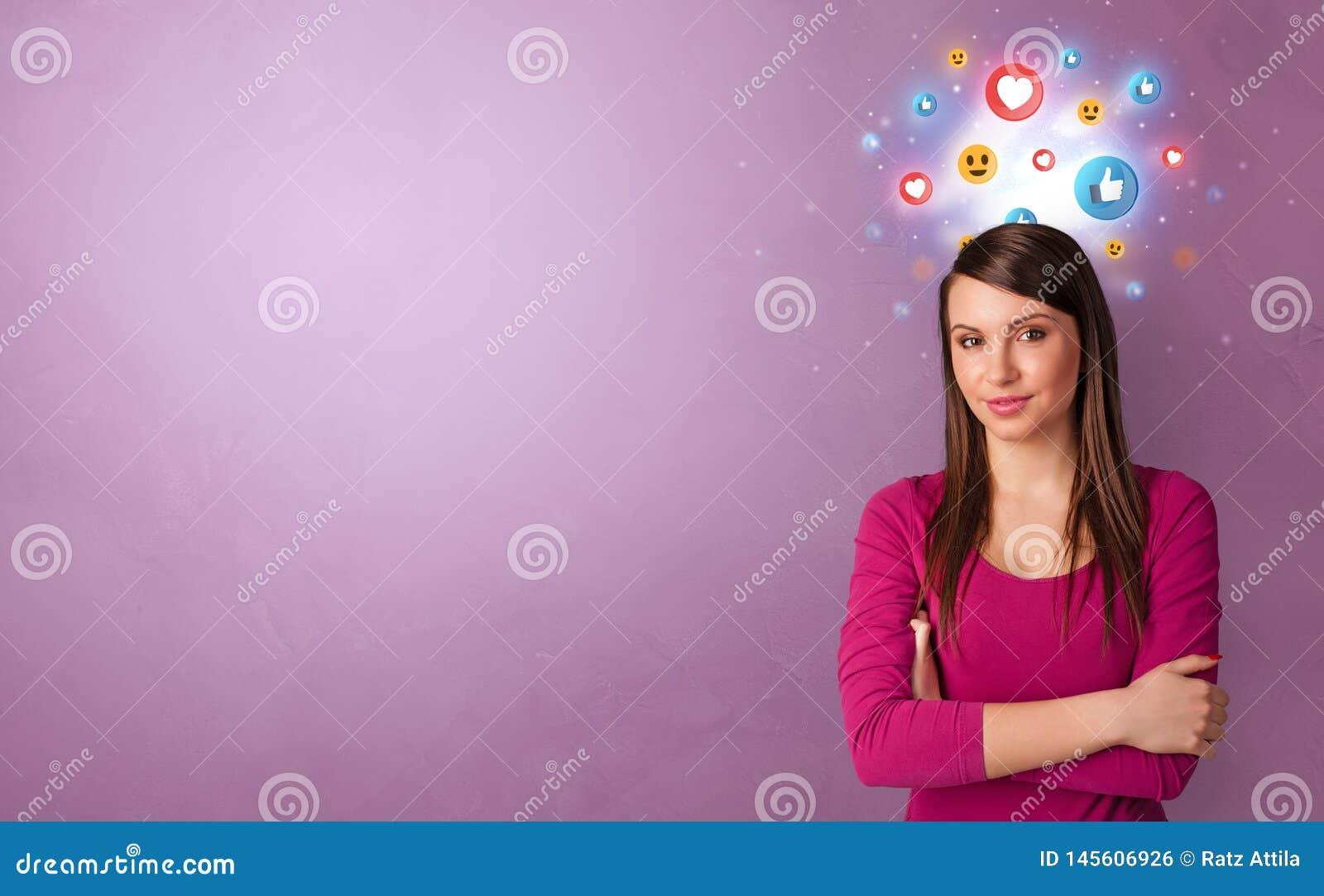 Bedrijfspersoon die zich met sociaal media concept bevinden