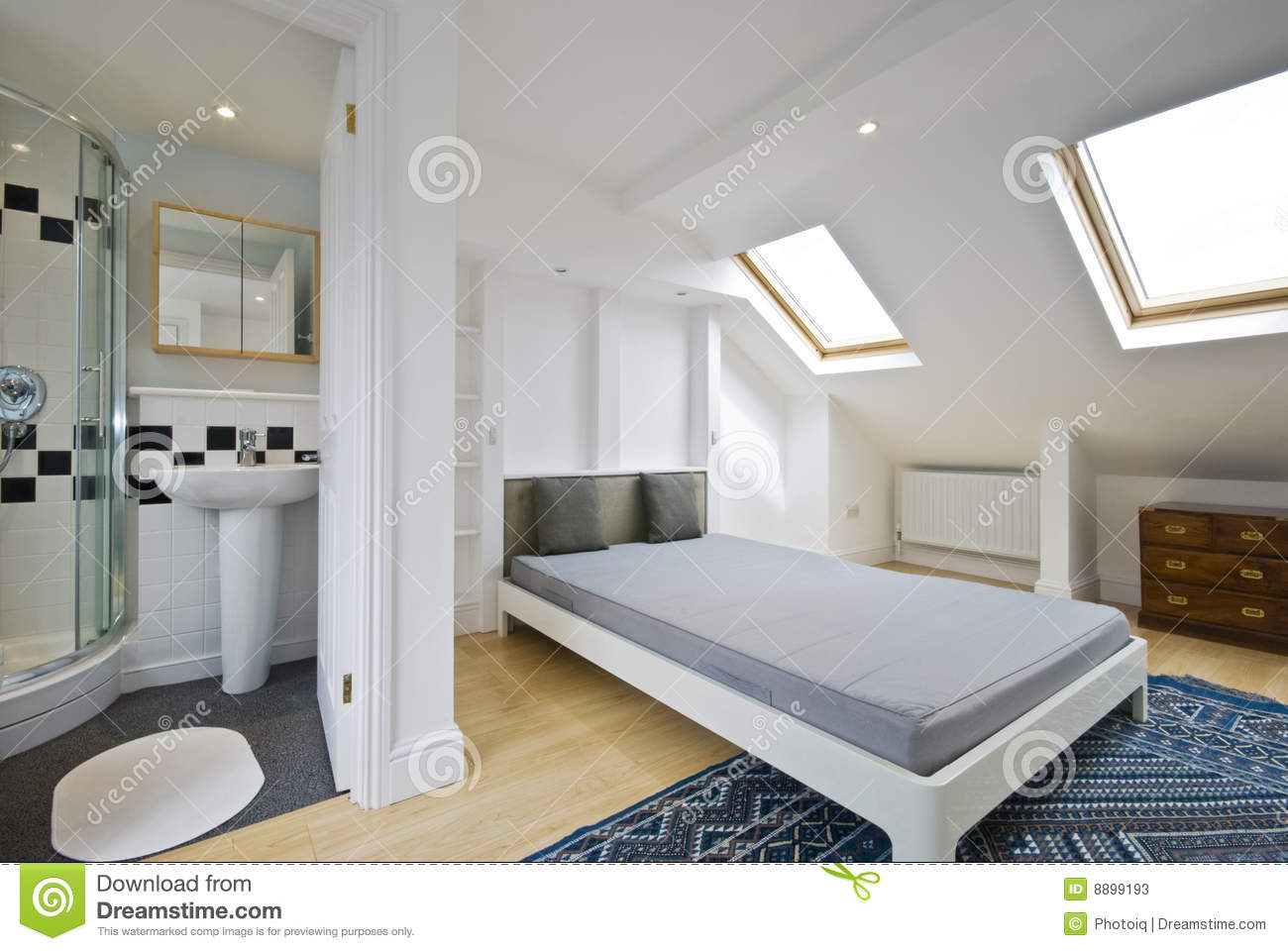 Bedroom with en suite bathroom stock image image of for Petite salle de bain dans chambre