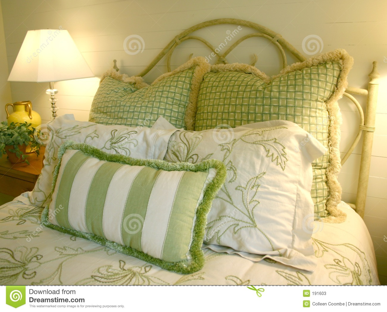 Bedroom In Green And White Stock Photos Image 191603