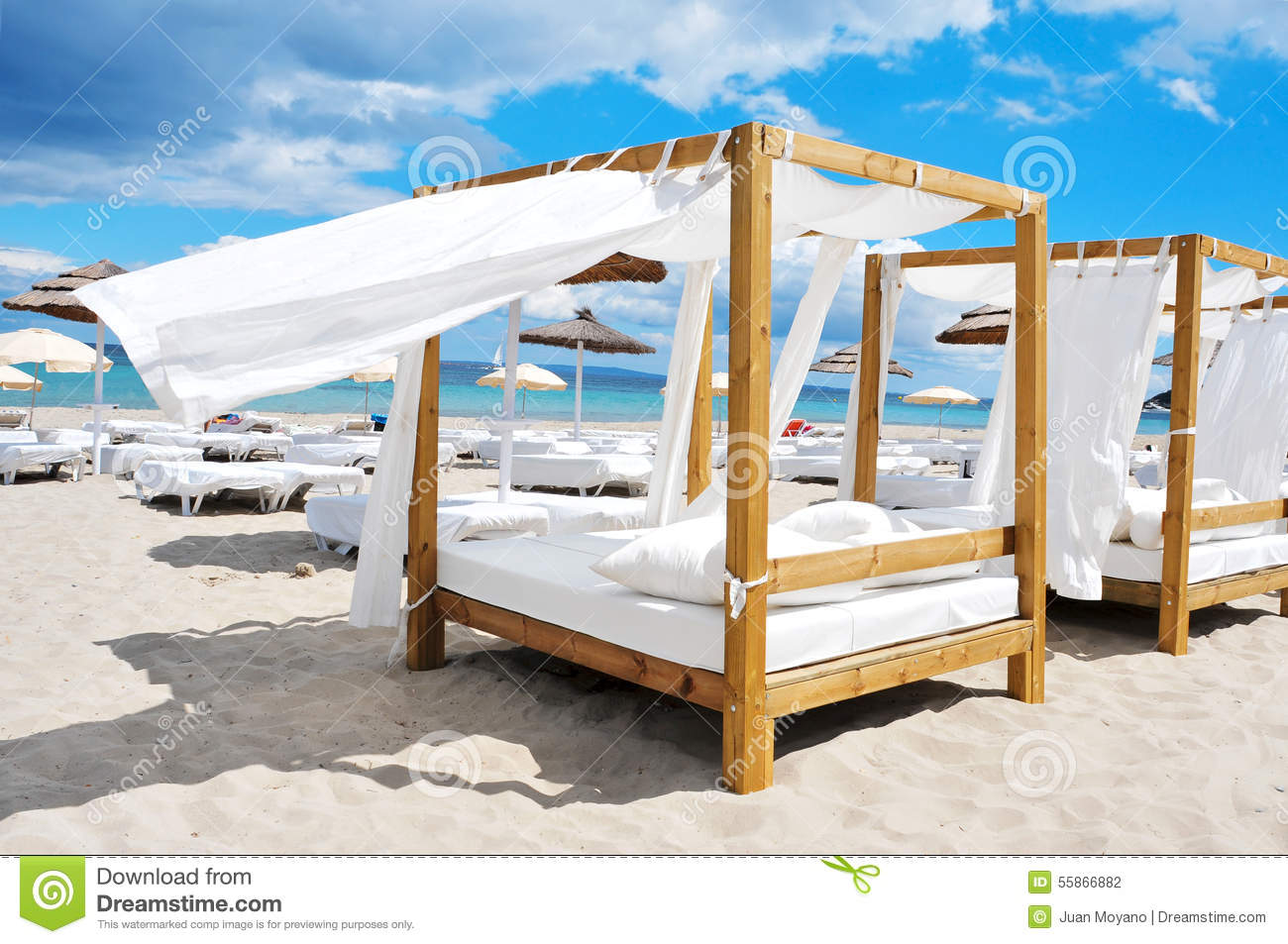 Beach bed or sand