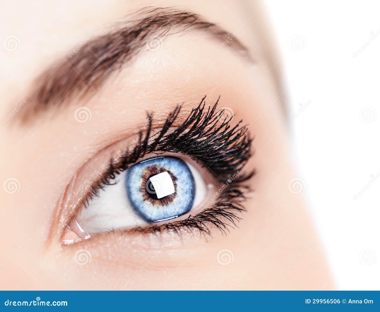 dea9e042f10c41 Vrouwelijk blauw oog stock foto. Afbeelding bestaande uit zorg ...