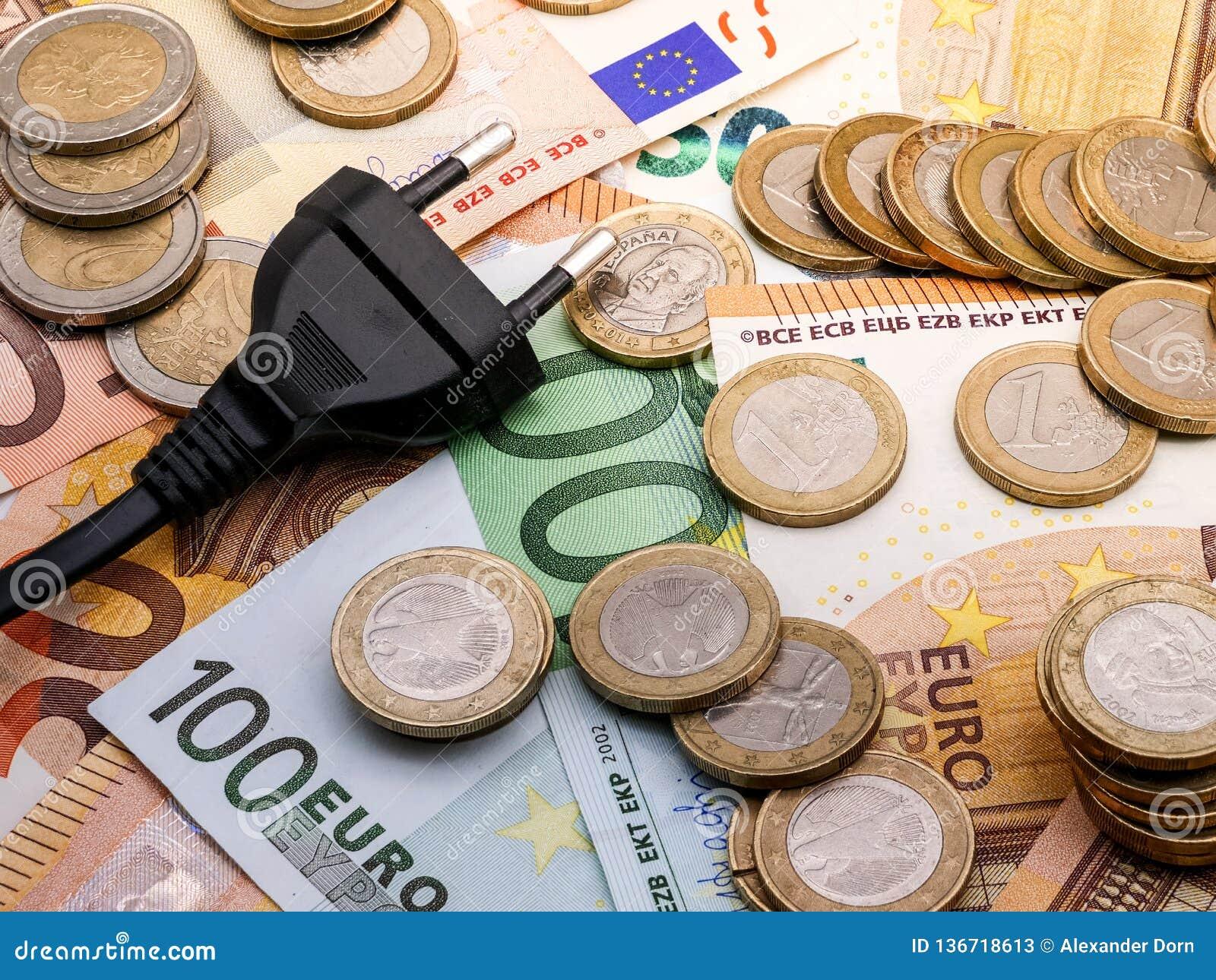 Beeld van een machtsstop binnen en euro geldmuntstukken en rekeningen
