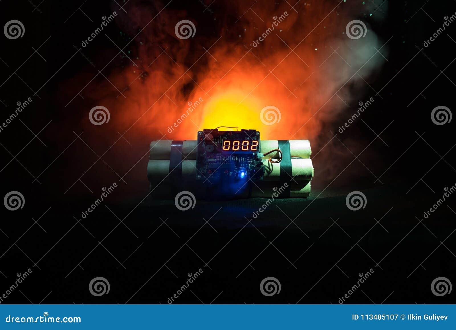 Beeld van een tijdbom tegen donkere achtergrond Tijdopnemer het tellen neer aan ontploffing in schacht het lichte glanzen door D