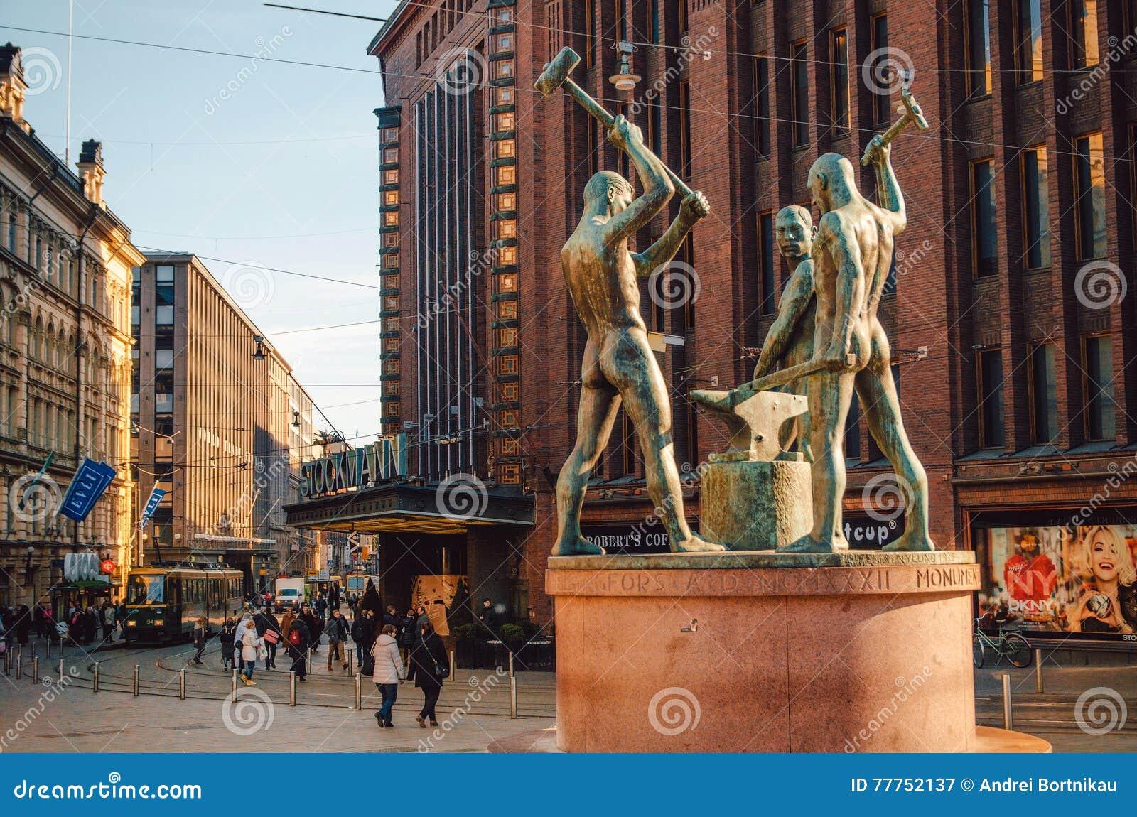 Beeldhouwwerk Drie Smid, Helsinki, Finland