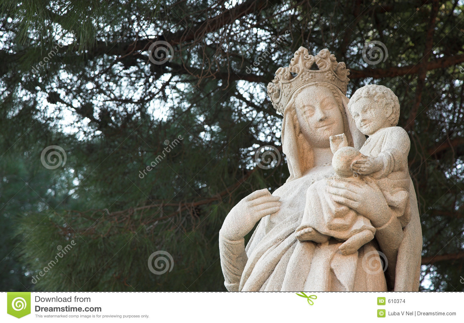 Beeldhouwwerk van Maagdelijke Mary en Jesus - witte rots