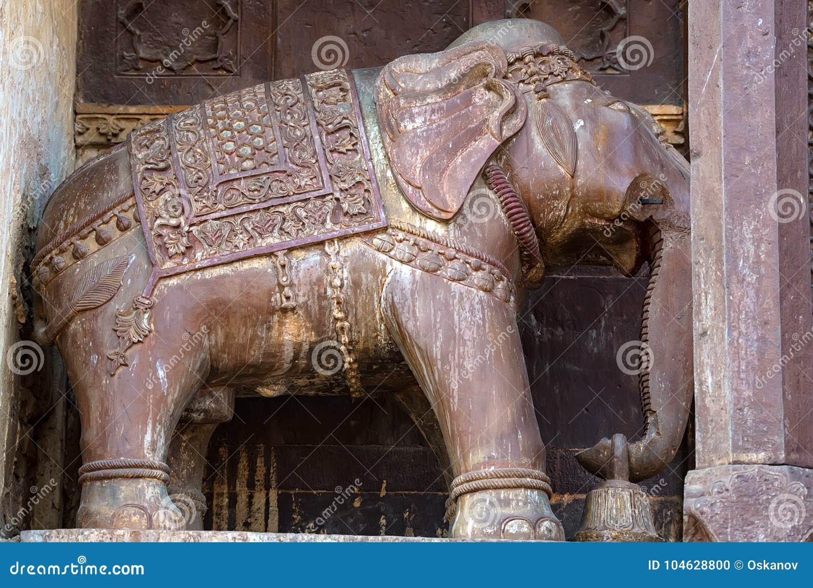Download Beeldhouwwerk Van Olifant In Indische Stad Orchha Stock Foto - Afbeelding bestaande uit gesneden, jaipur: 104628800