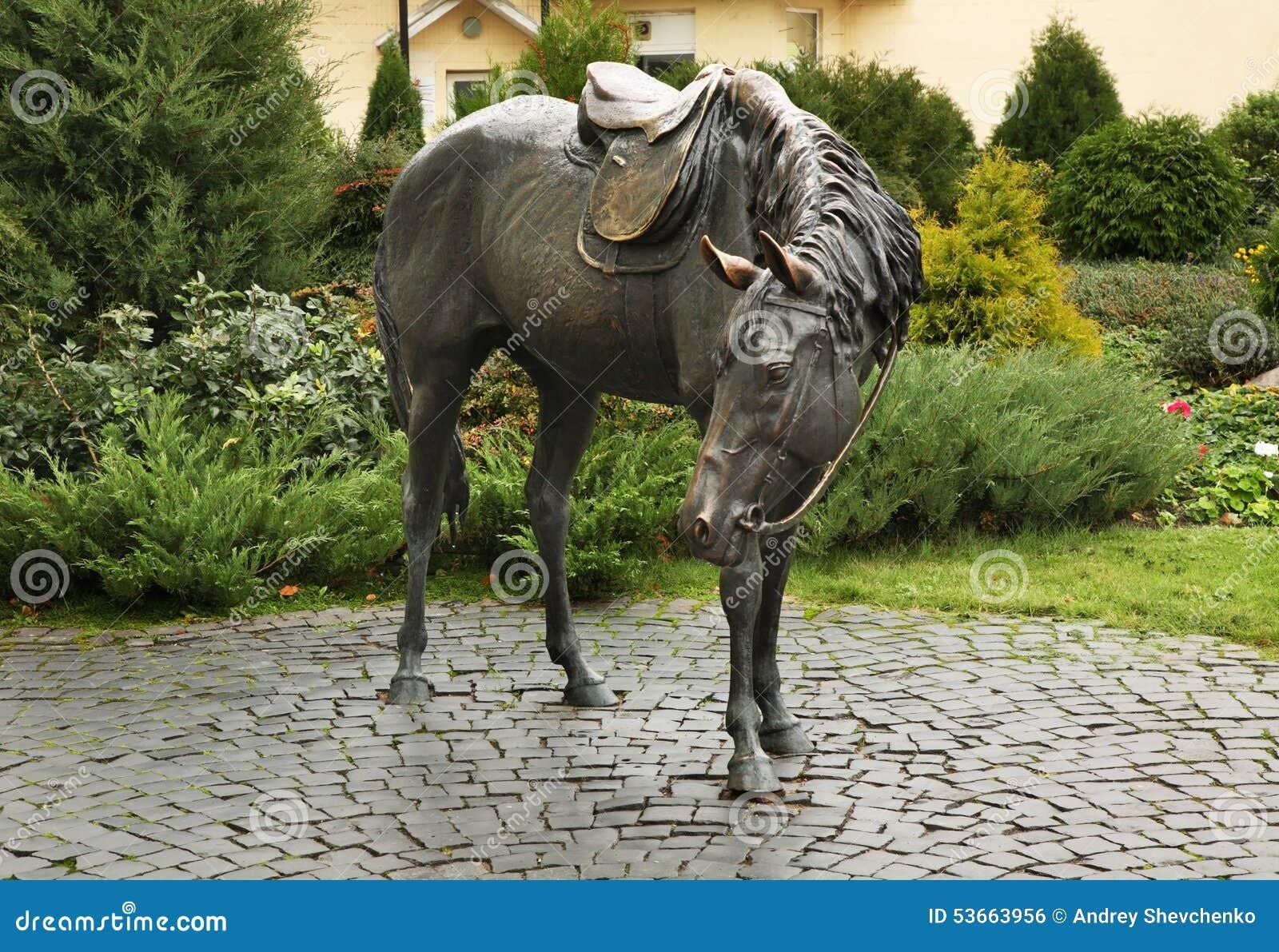 Beeldhouwwerk van paard in Baranovichi wit-rusland