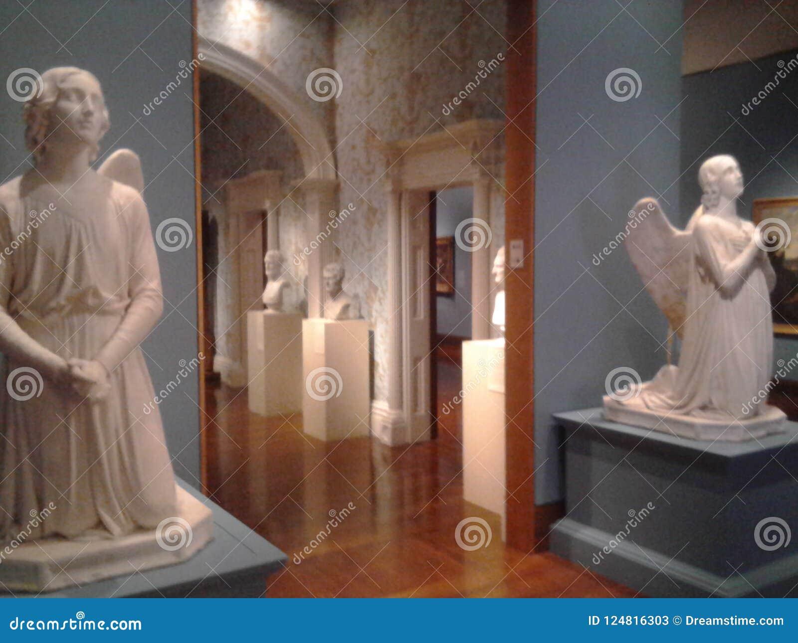 Beeldhouwwerken van engelen Cincinnati Art Museum KY de V.S.