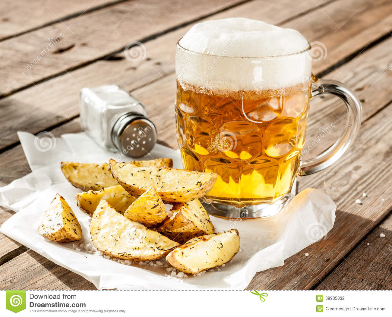 beer mug and potato wedges on wood table stock photo image 38935032. Black Bedroom Furniture Sets. Home Design Ideas