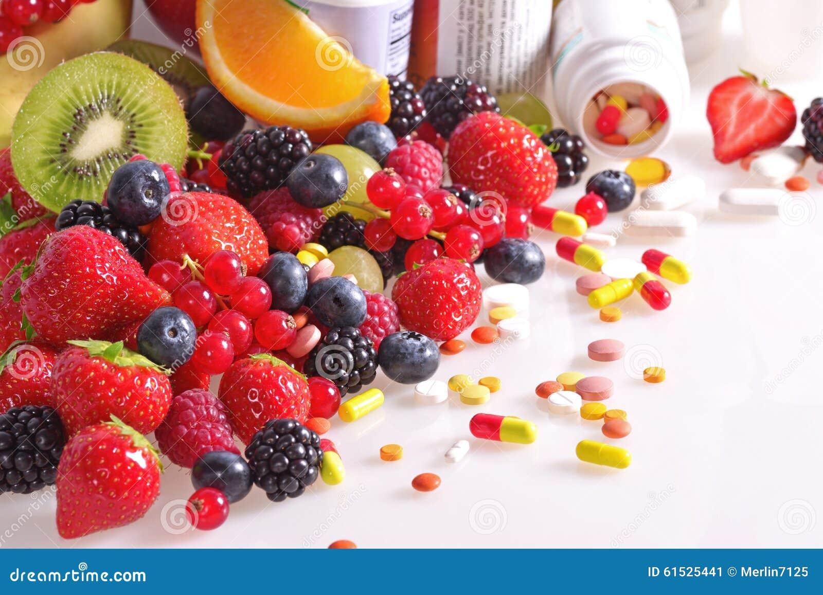 Beeren, Früchte, Vitamine und Ernährungsergänzungen