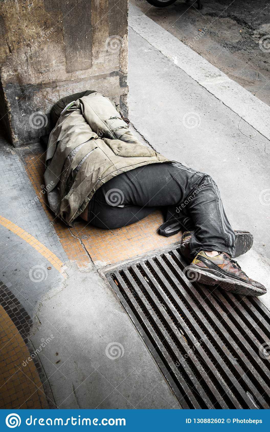 Beggar Sleeping On The Ground Editorial Photography - Image of loneliness,  poor: 130882602