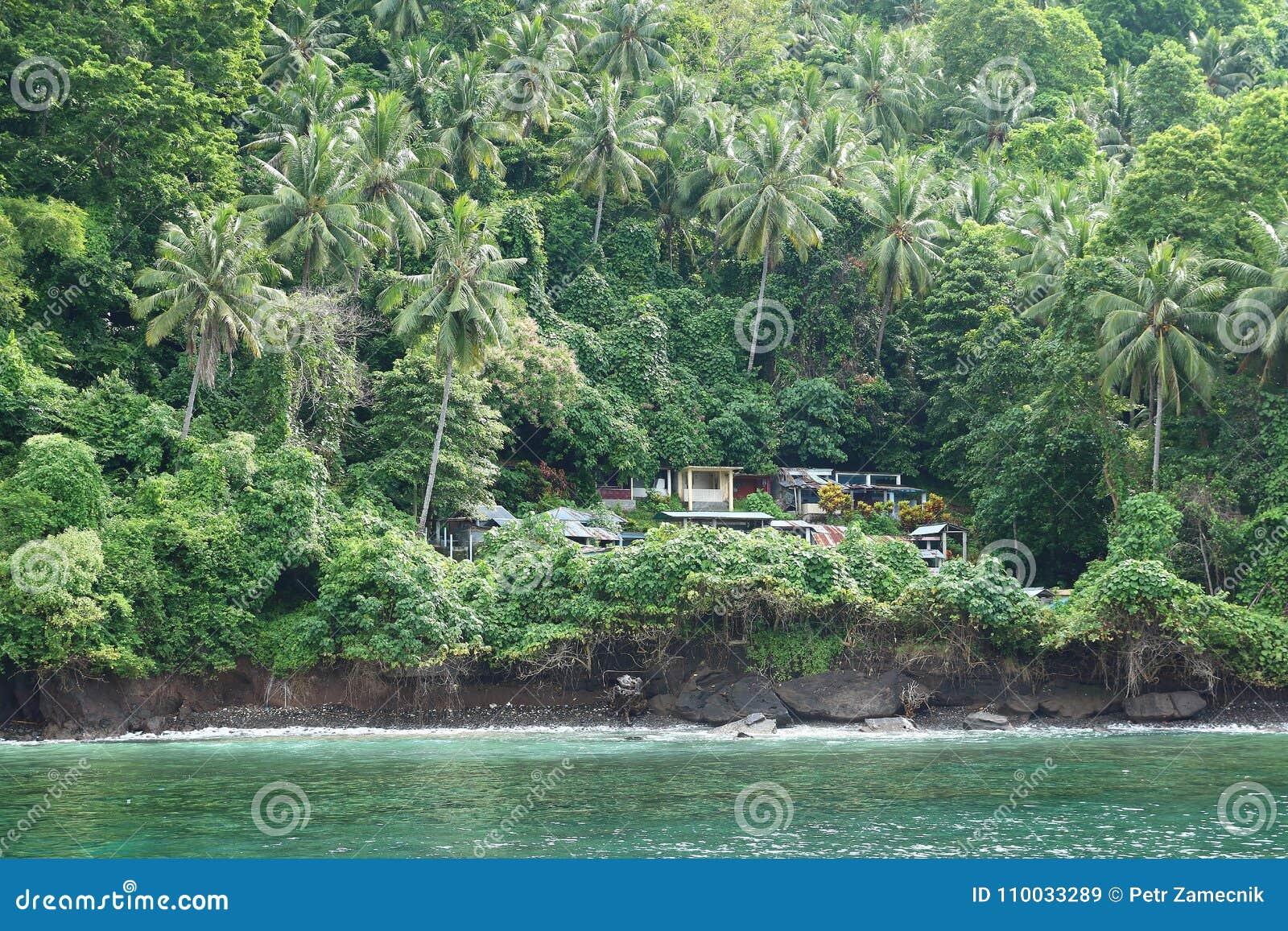 Begraafplaats op tropisch eiland Lembeh
