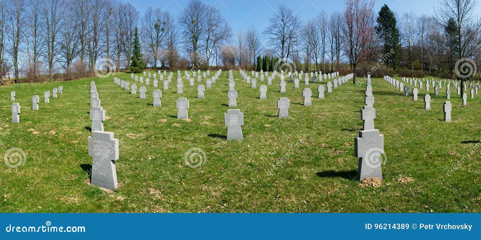 Begraafplaats van verzoening, waar de gevallen Duitse militairen van WO.II, Valasske Mezirici, de Tsjechische republiek werden be