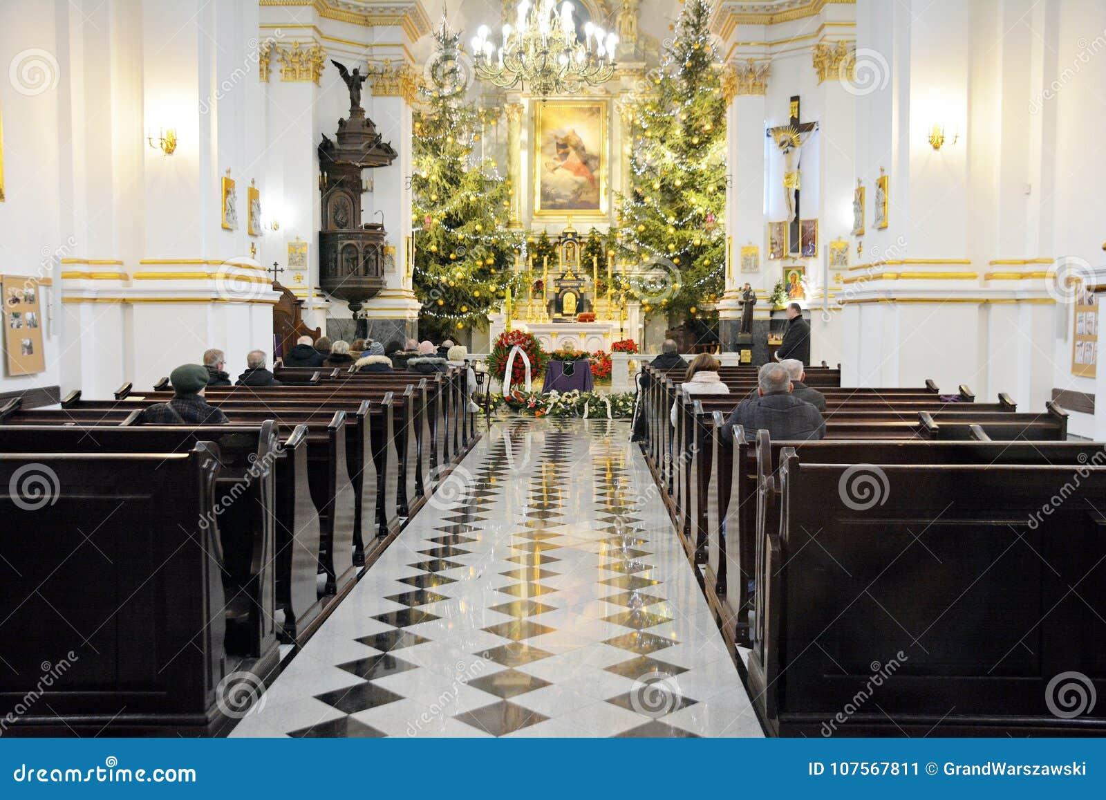 Begrafenisceremonie in kerk
