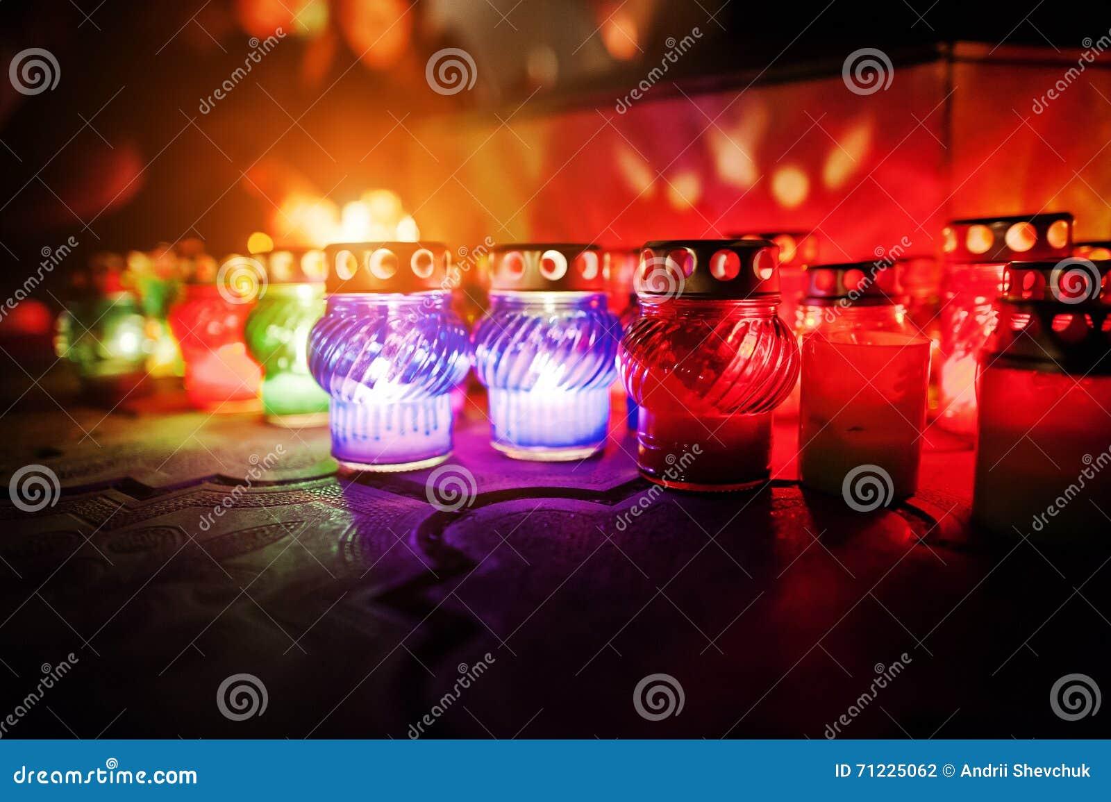 Begrafeniskaarslampen bij nacht