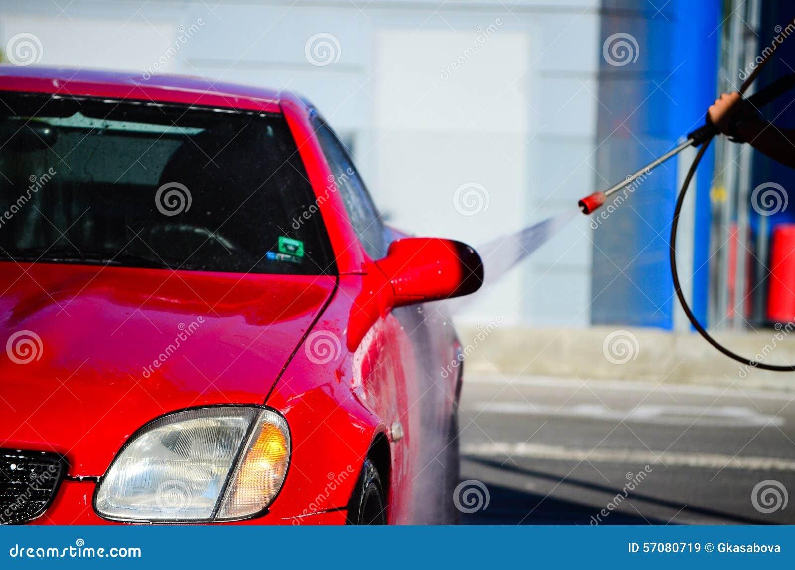 Begrepp för bilrenlighetclose som tvättar sig upp