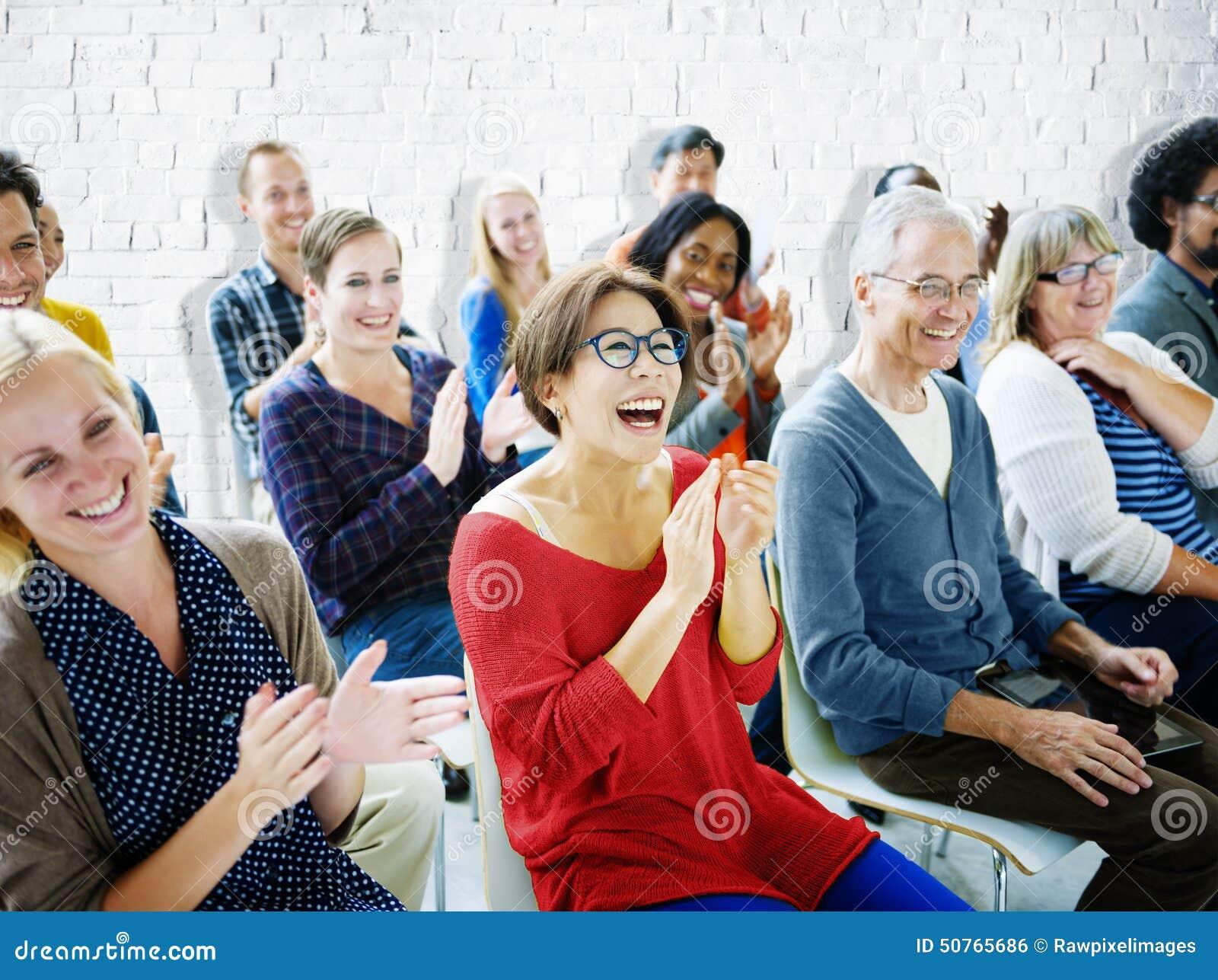 Begrepp för gemenskap för seminarium för etnicitetåhörarefolkmassa gladlynt