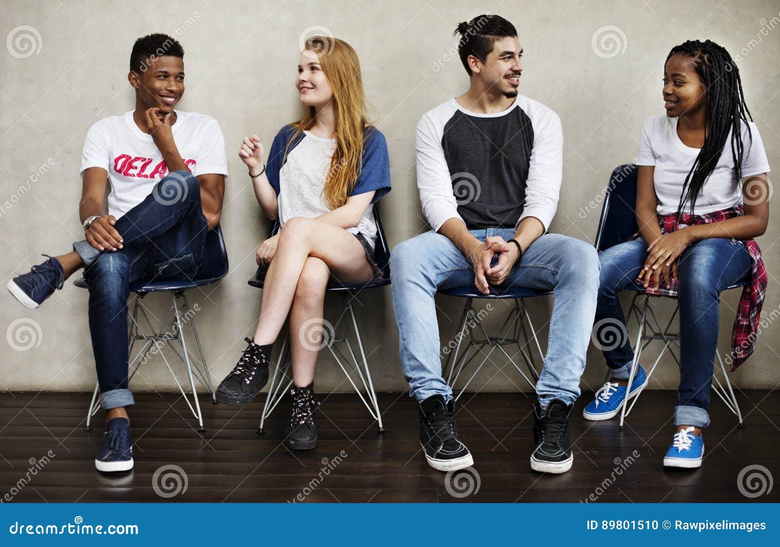 Begrepp för kultur för ungdom för folkkamratskapsammanträde talande
