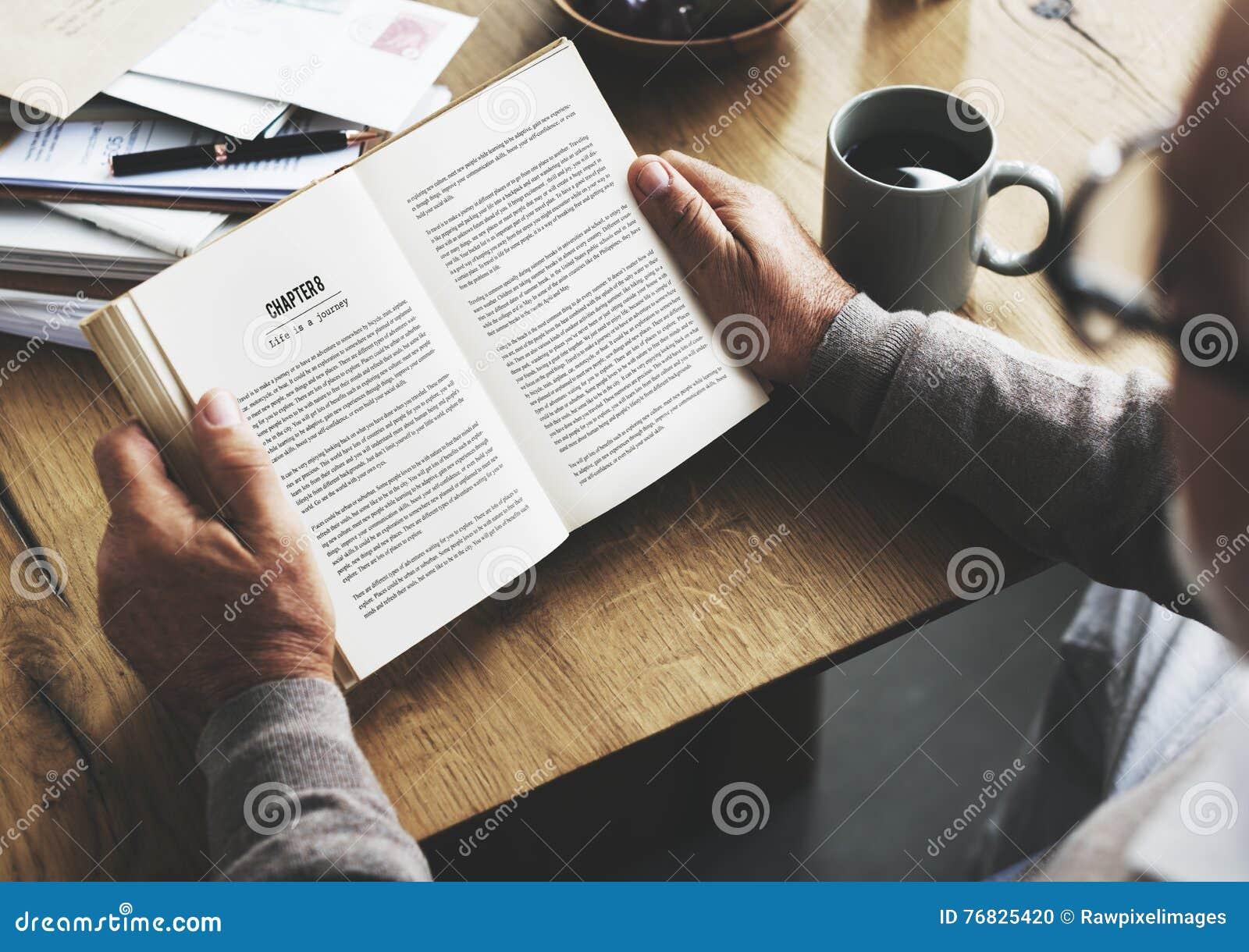 Begrepp för livsstil för bok för lopp för läsning för kaffeavbrott