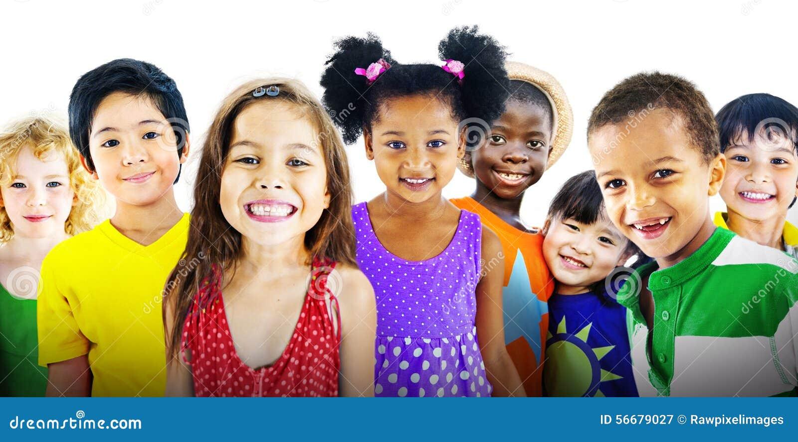 Begrepp för lycka för kamratskap för barnungemångfald gladlynt