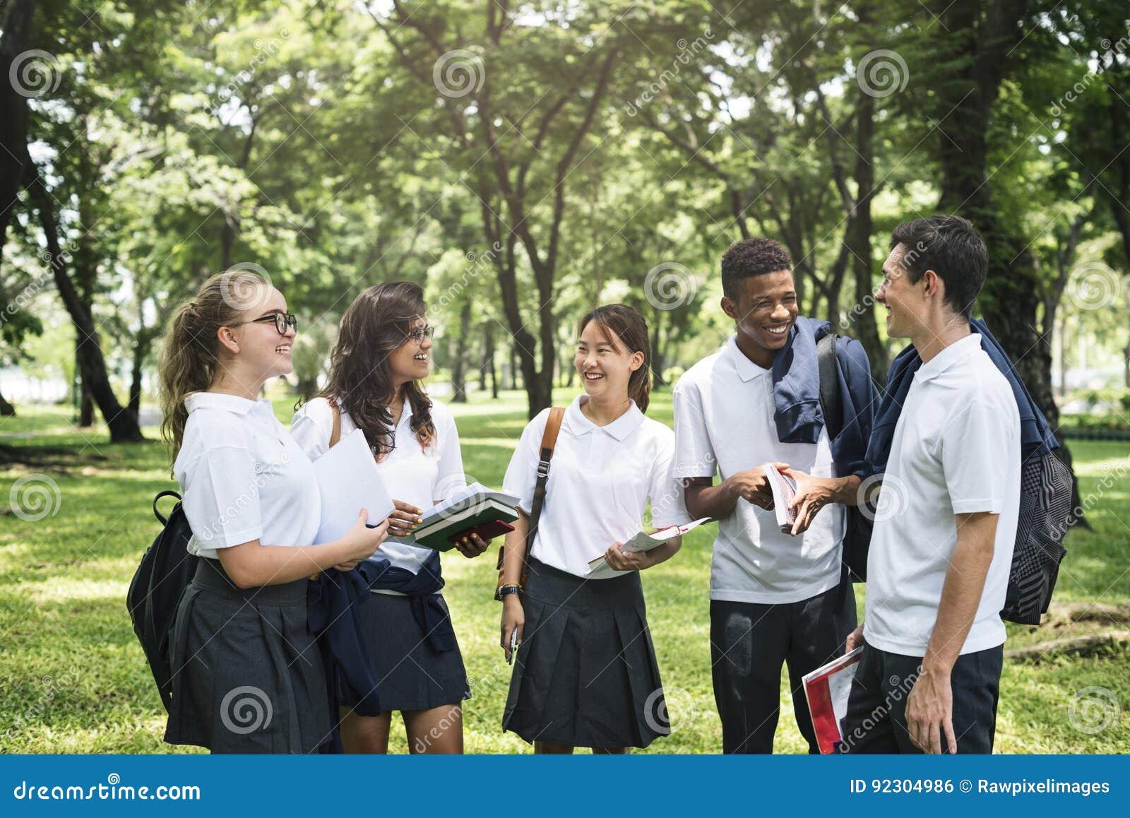 Begrepp för lycka för mångfaldstudentvänner