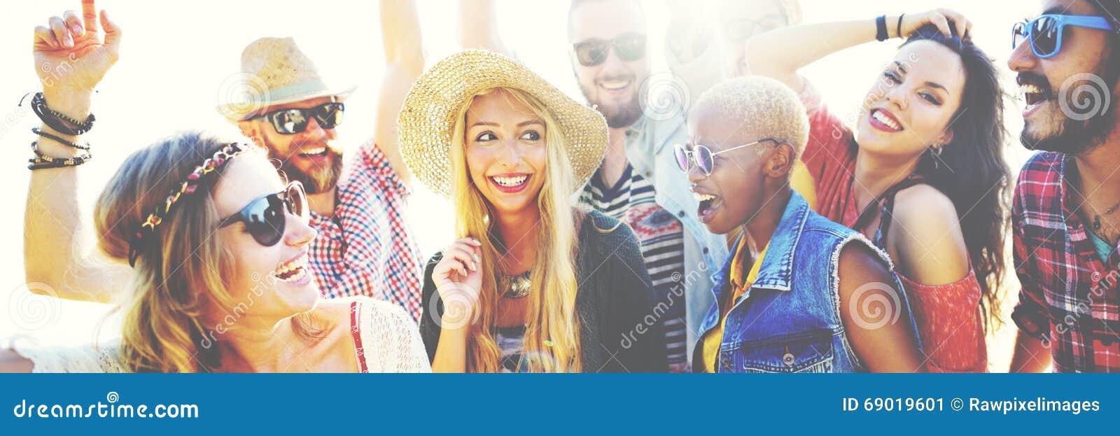 Begrepp för lycka för parti för tonåringvänstrand