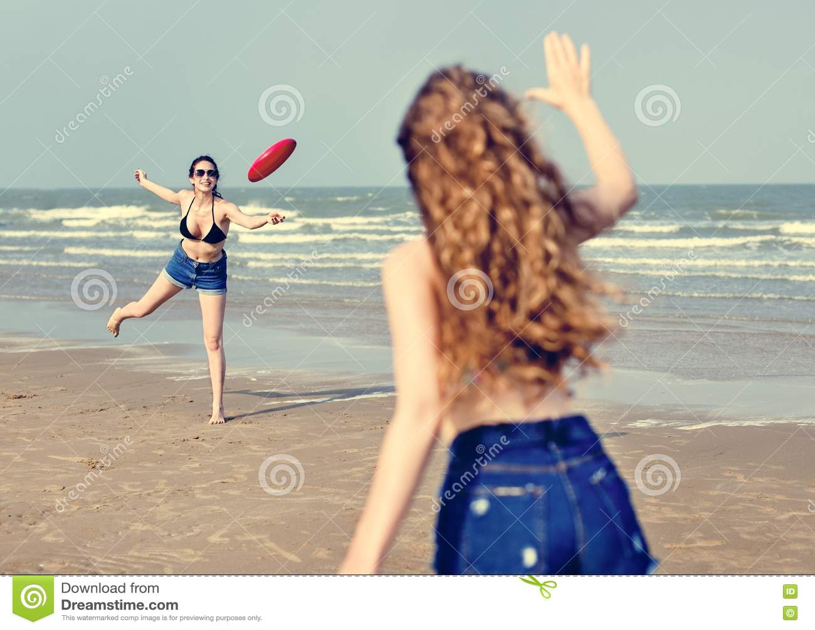 Begrepp för samhörighetskänsla för semester för ferie för flickastrandsommar