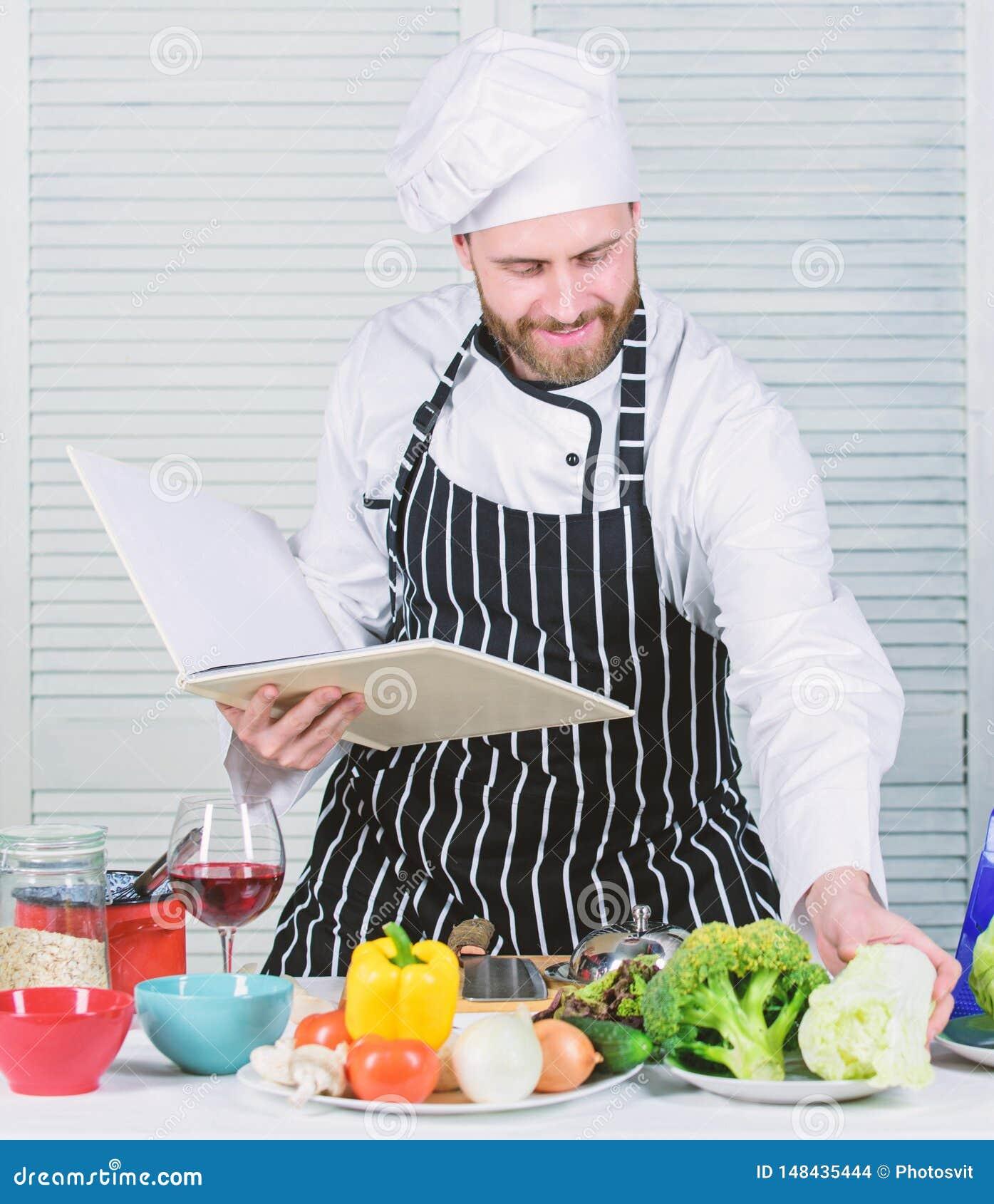Begrepp f?r kulinariska konster Mannen l?r recept F?rb?ttra att laga mat expertis Bokfamiljrecept Ultimat laga mat handbok f?r