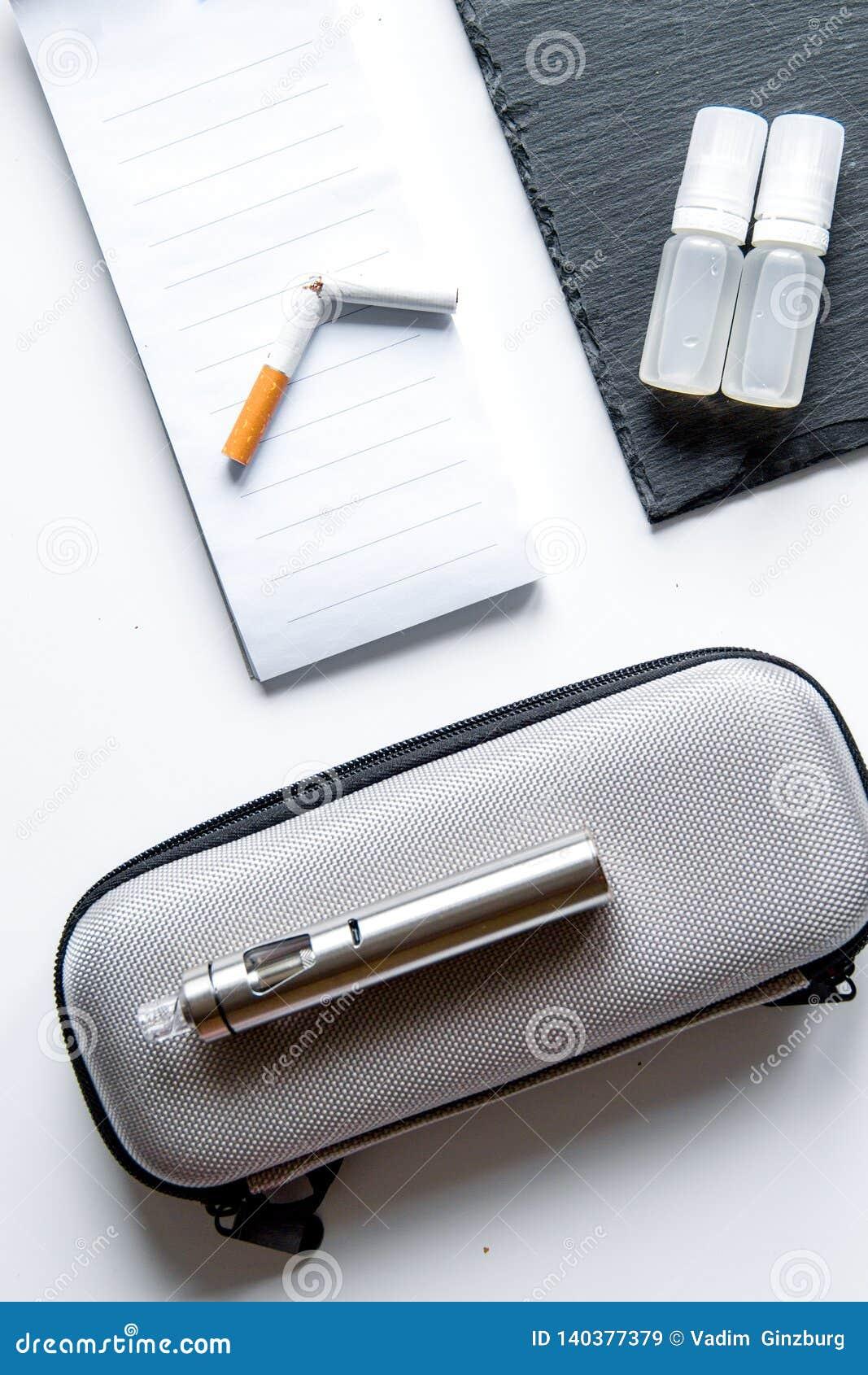 Begrepp - faror av att röka och den bästa sikten för elektronisk cigarett