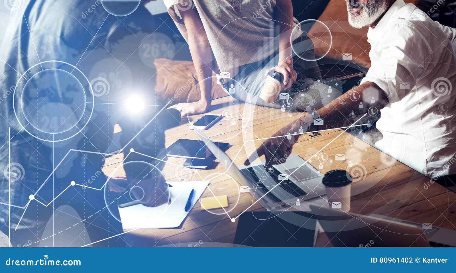 Begreppet av den digitala skärmen, symbolen för faktisk anslutning, diagrammet, graf har kontakt Unga coworkers för lag som gör s