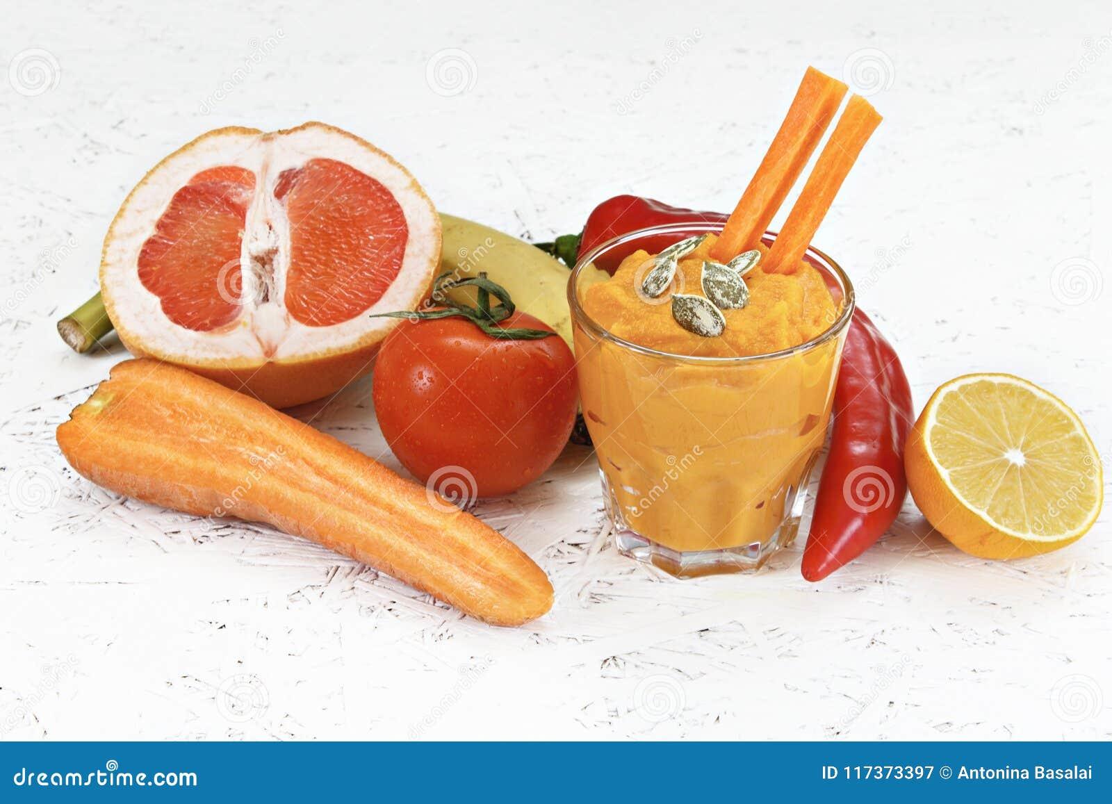 Begreppet av rening från detoxification, ingredienserna av en grön grönsakcoctail Naturlig organisk sund fruktsaft in