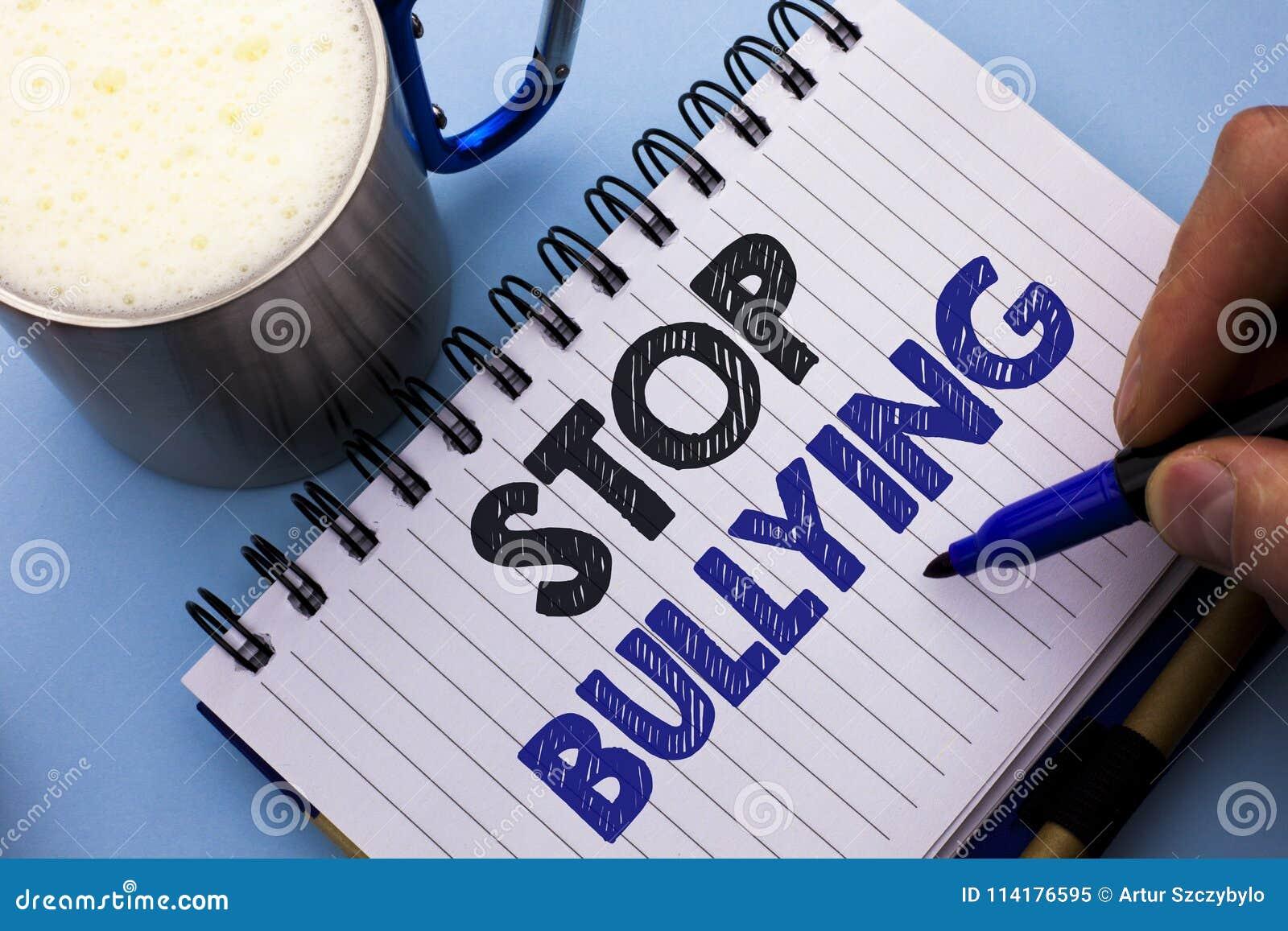 Begreppsmässig pennalism för stopp för handhandstilvisning Affärsfototext fortsätter inte anfall för missbrukmobbningagression so