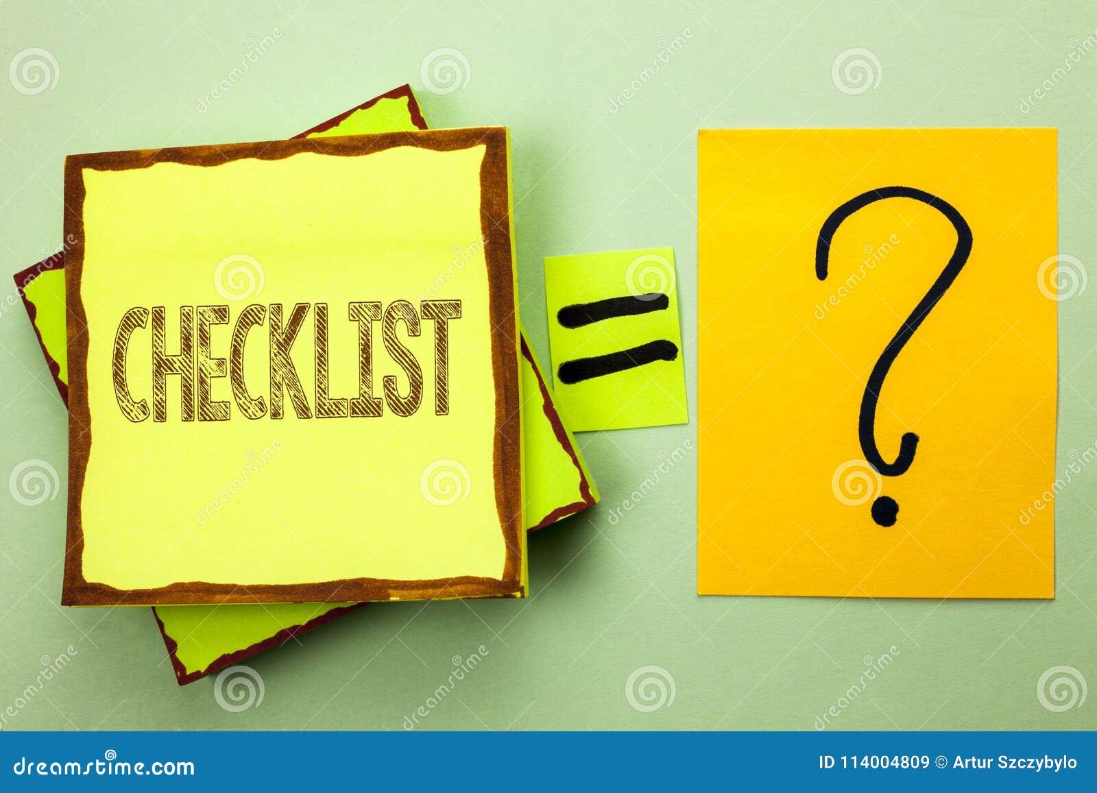 Begreppsmässigt foto för affär för kontrollista för handhandstilvisning som ställer ut frågeformuläret för data för återkoppling