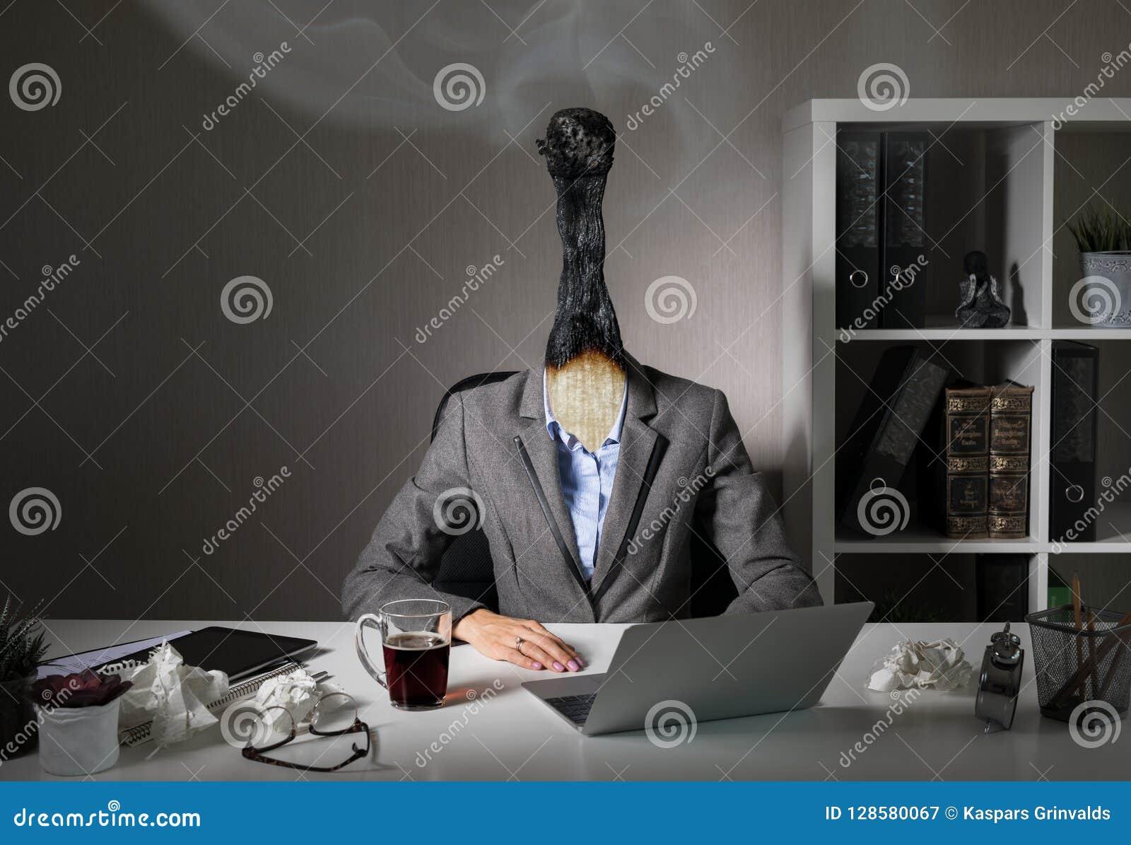 Begreppsmässigt foto som illustrerar sammanbrottsyndrom på arbete