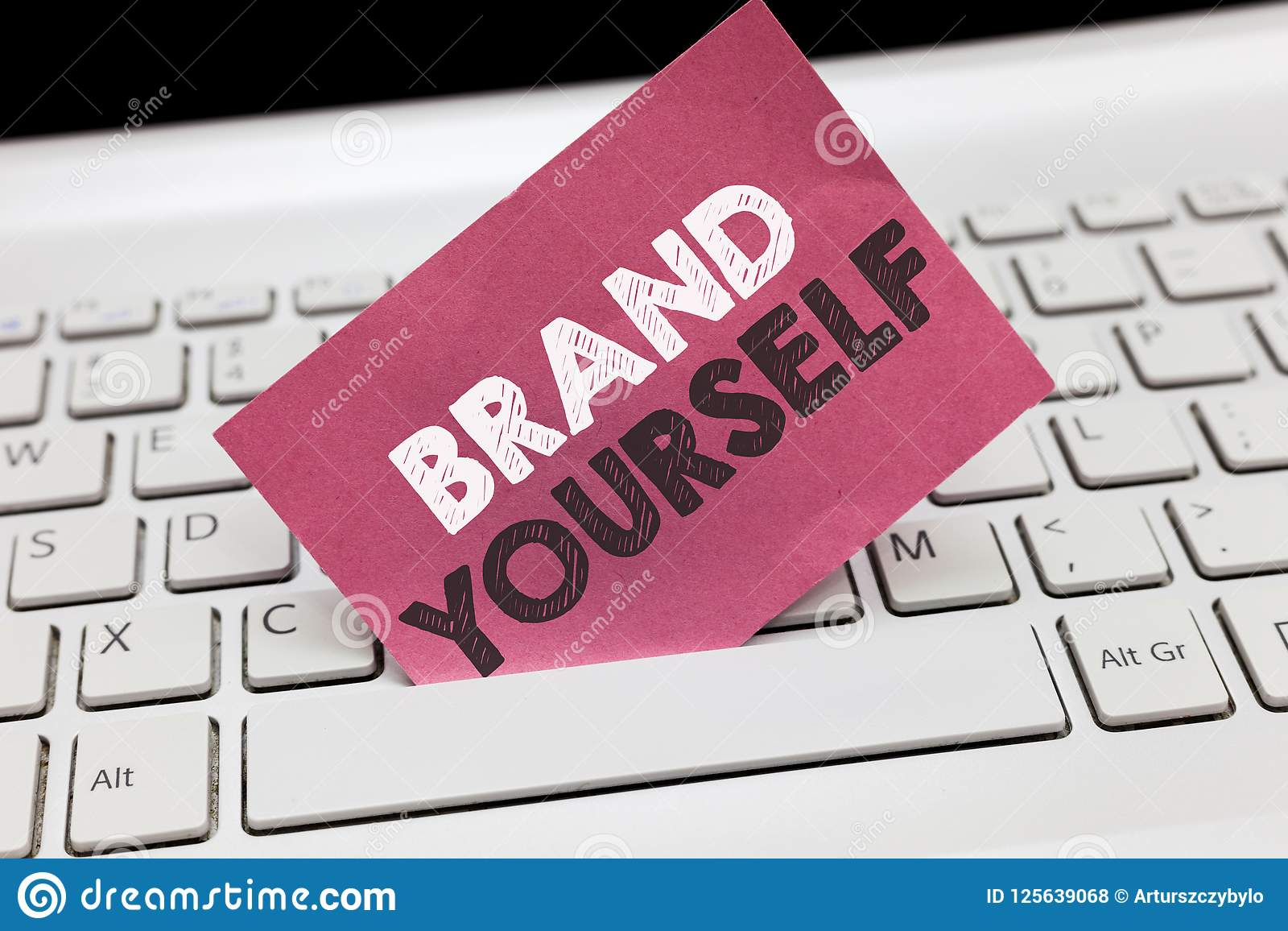 Begreppsmässigt märke för handhandstilvisning själv Att ställa ut för affärsfoto framkallar en personlig produkt för unik yrkesmä