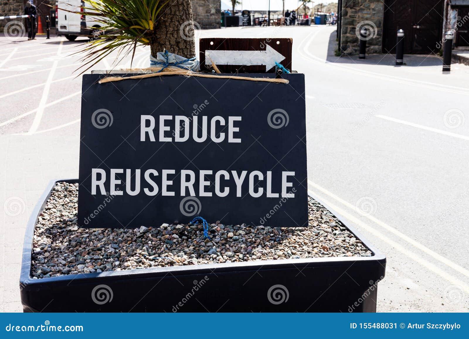 Begriffshandschriftvertretung verringern Wiederverwendung aufbereiten Geschäftsfoto, das environmentallyresponsible Verbraucher z