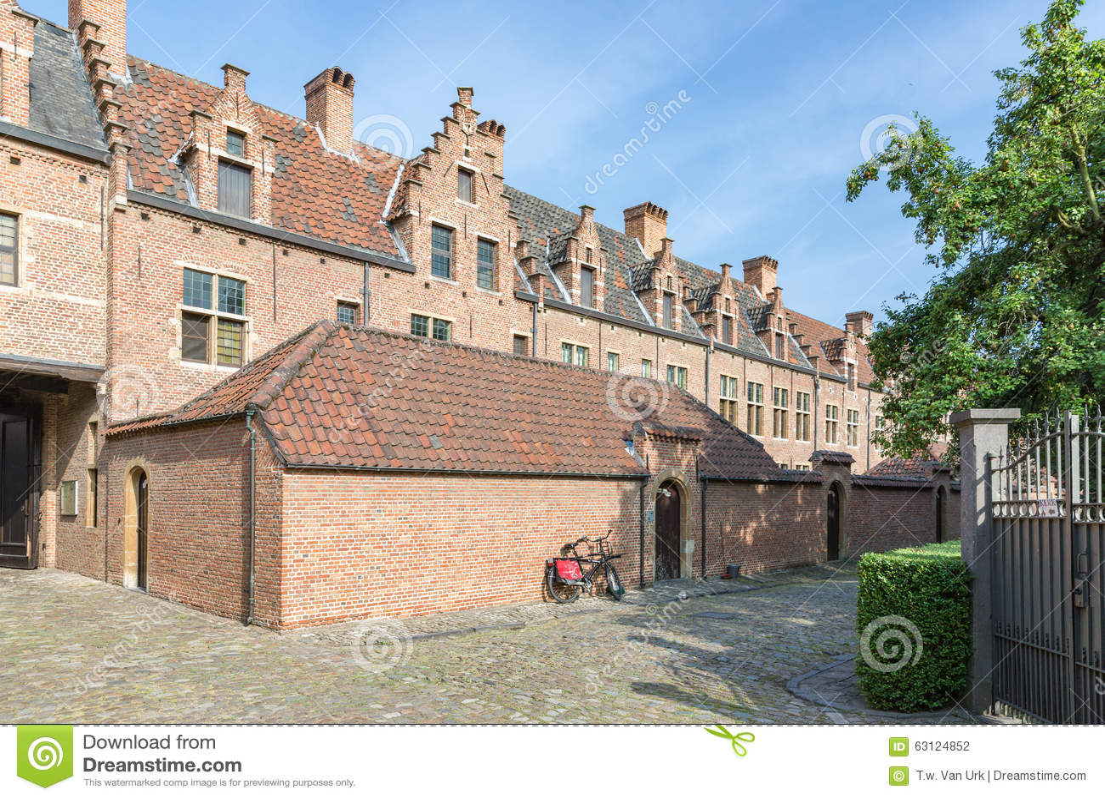 Beguinage met oude historische huizen van de binnenstad in antwerpen belgi redactionele - Huizen van de wereldbank ...