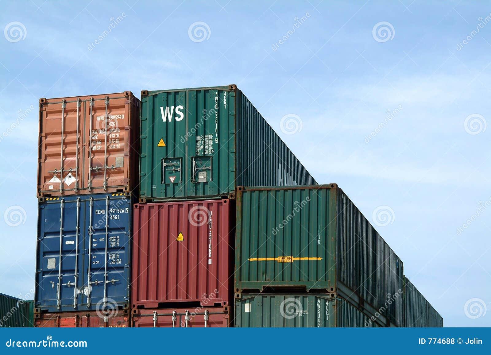 Behälter im Hafen