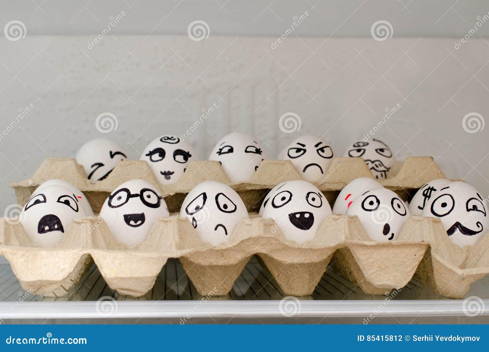 Kühlschrank Ei : Zwei eier weinen im kühlschrank lizenzfreie fotos bilder und