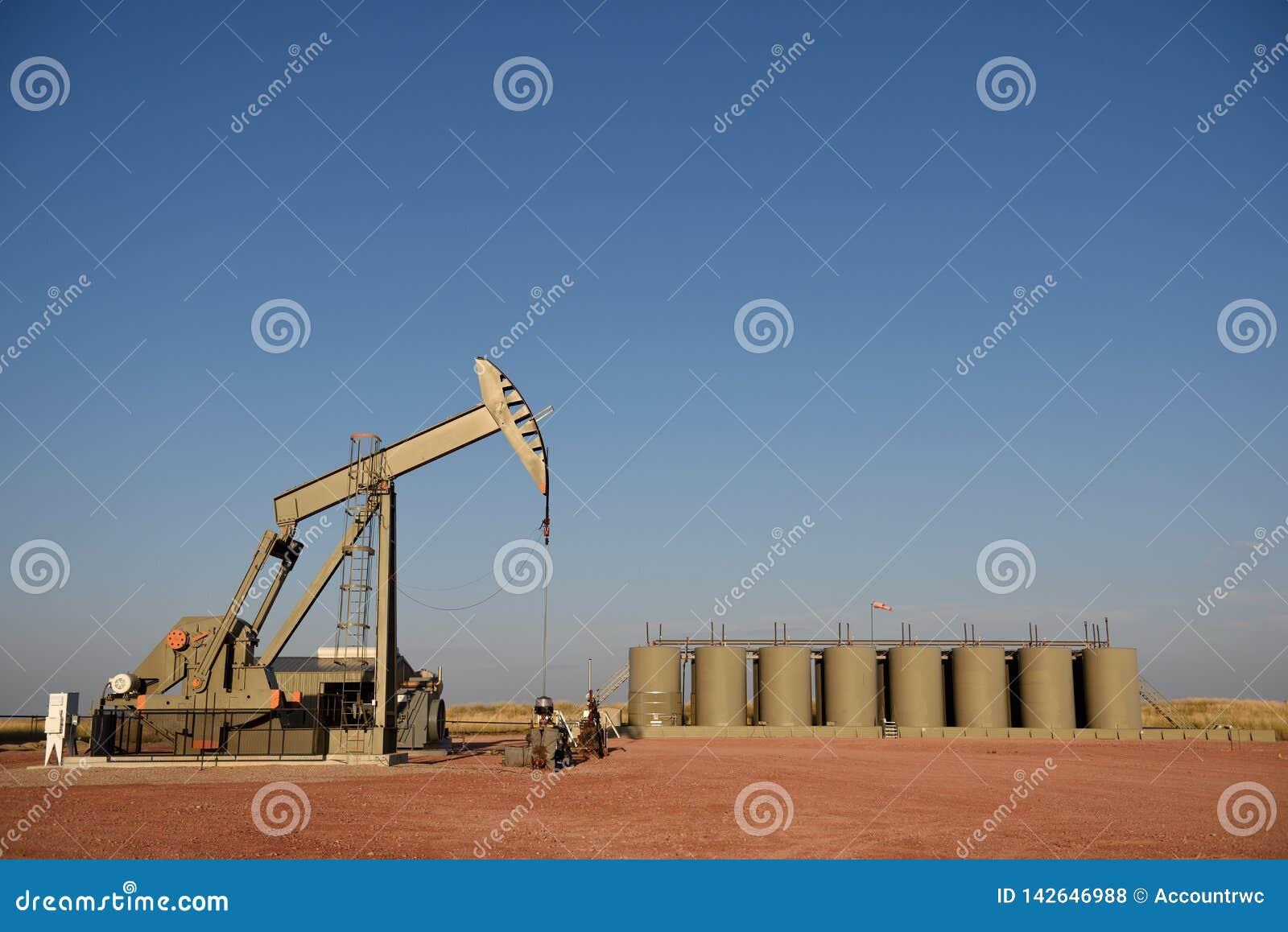 Beh?llare f?r lagring f?r st?lar och f?r produktion f?r pump f?r plats f?r r?oljabrunn i den Niobrara skiffern