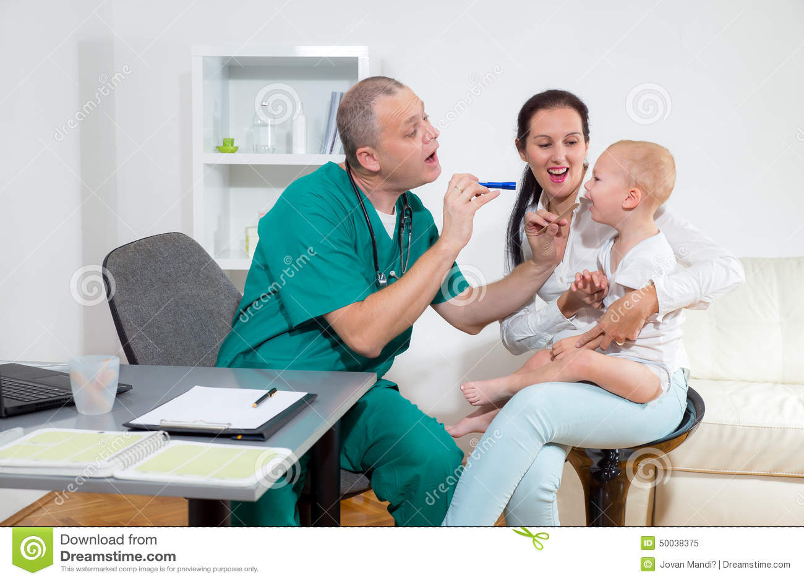 Behandla som ett barn att kontrolleras av en doktor