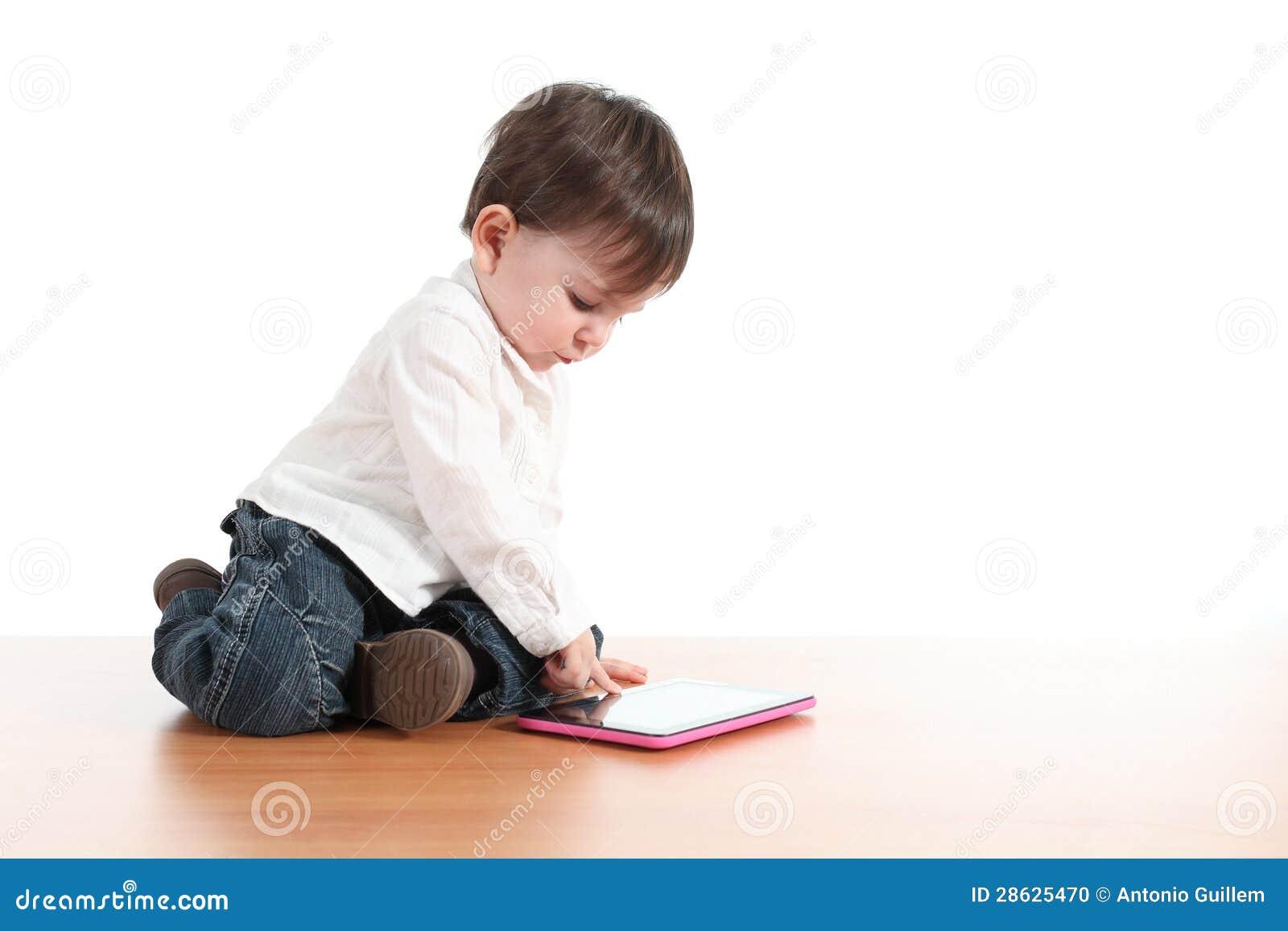 Behandla som ett barn att leka med en digital tablet