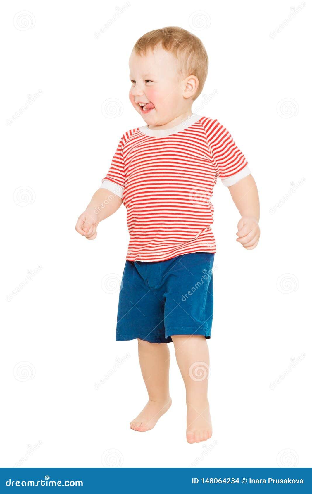Behandla som ett barn den fulla längdståenden för pojken, den lyckliga ungen som står på vitt, årigt barn ett
