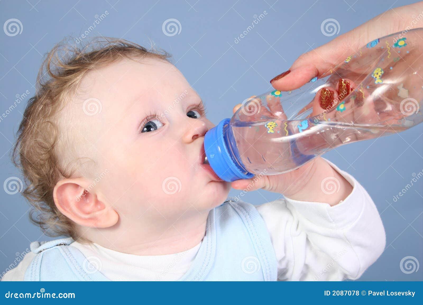 Behandla som ett barn drinkvatten