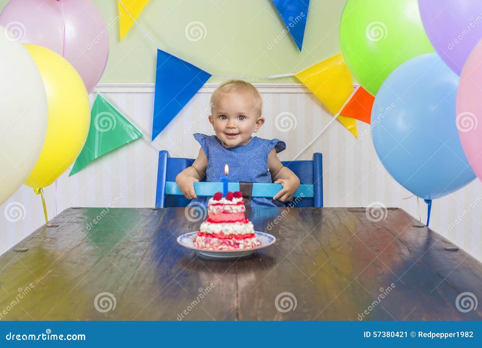 barn födelsedag Behandla Som Ett Barn Födelsedag Första S Fotografering för  barn födelsedag