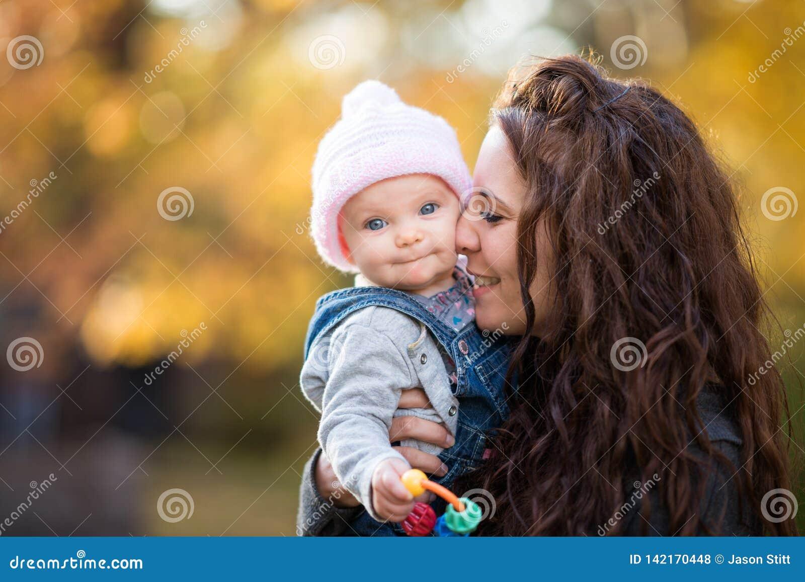 Behandla som ett barn holdingmodern