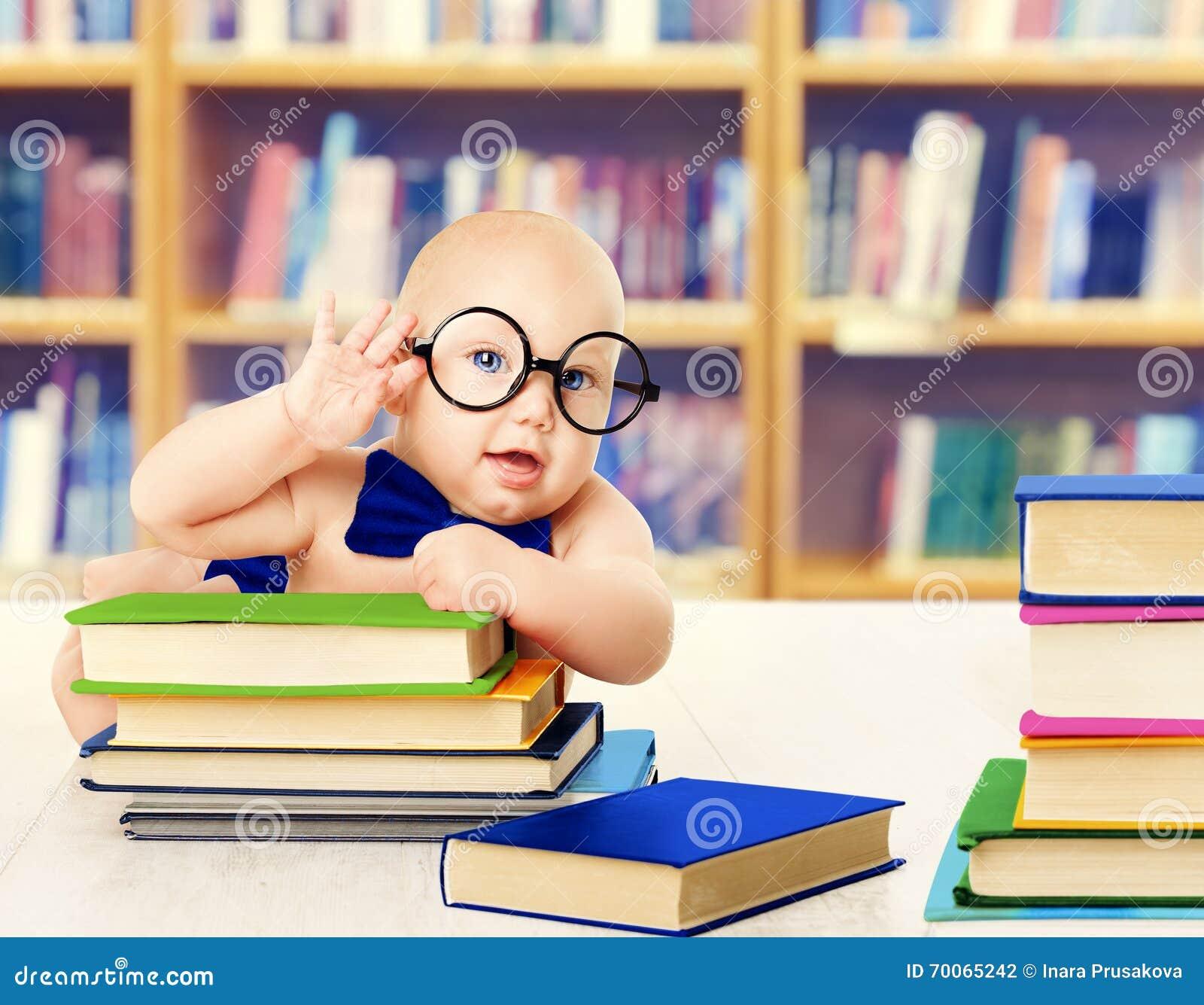 Behandla som ett barn i exponeringsglas lästa böcker, smart ungeutbildningsutveckling