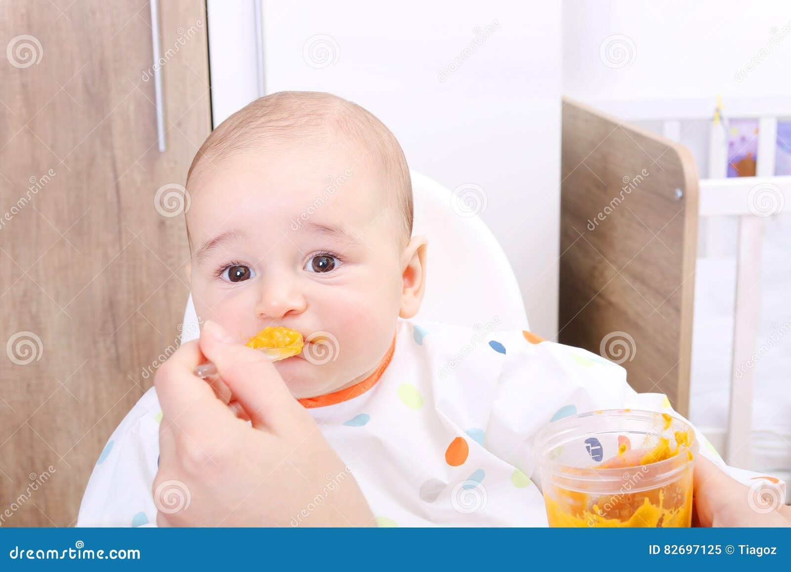 Behandla som ett barn vägrar att äta