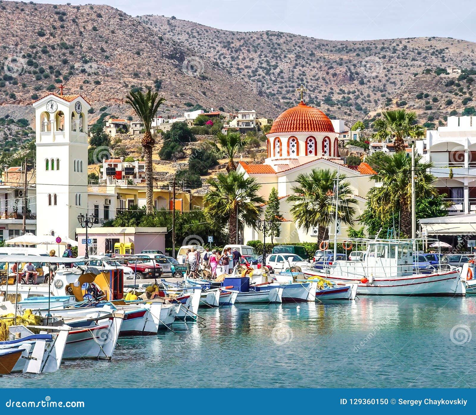 Beherbergten Sie Stadt von Elounda auf der Insel von Kreta
