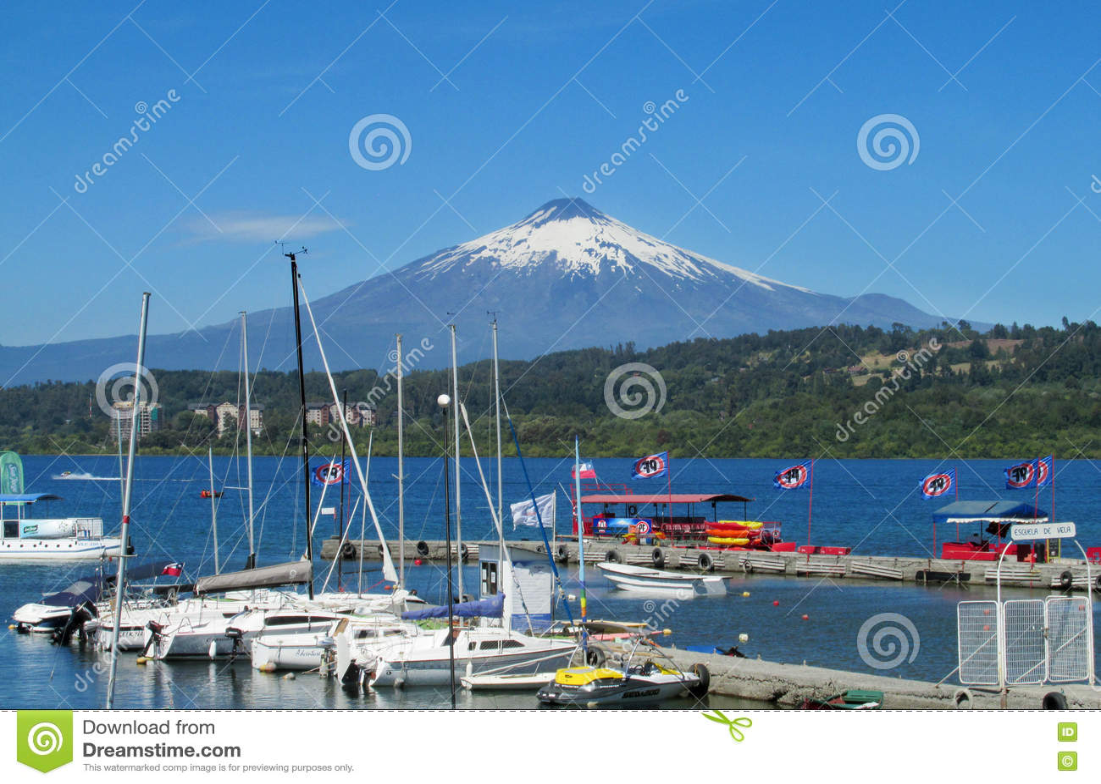 Beherbergten Sie in Villarica-Dorf, auf dem See nahe Vulkan